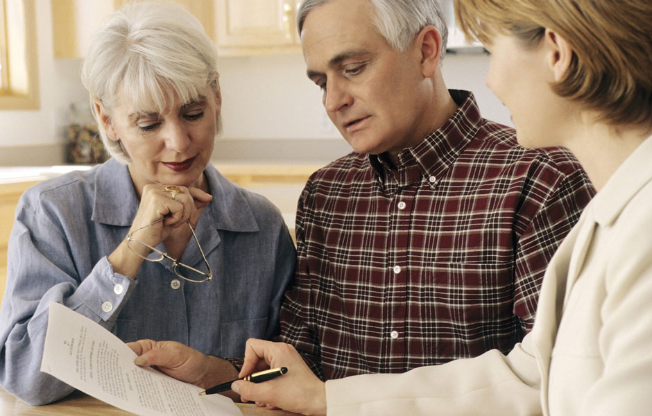 older-couple-reviewing-health-care-directive