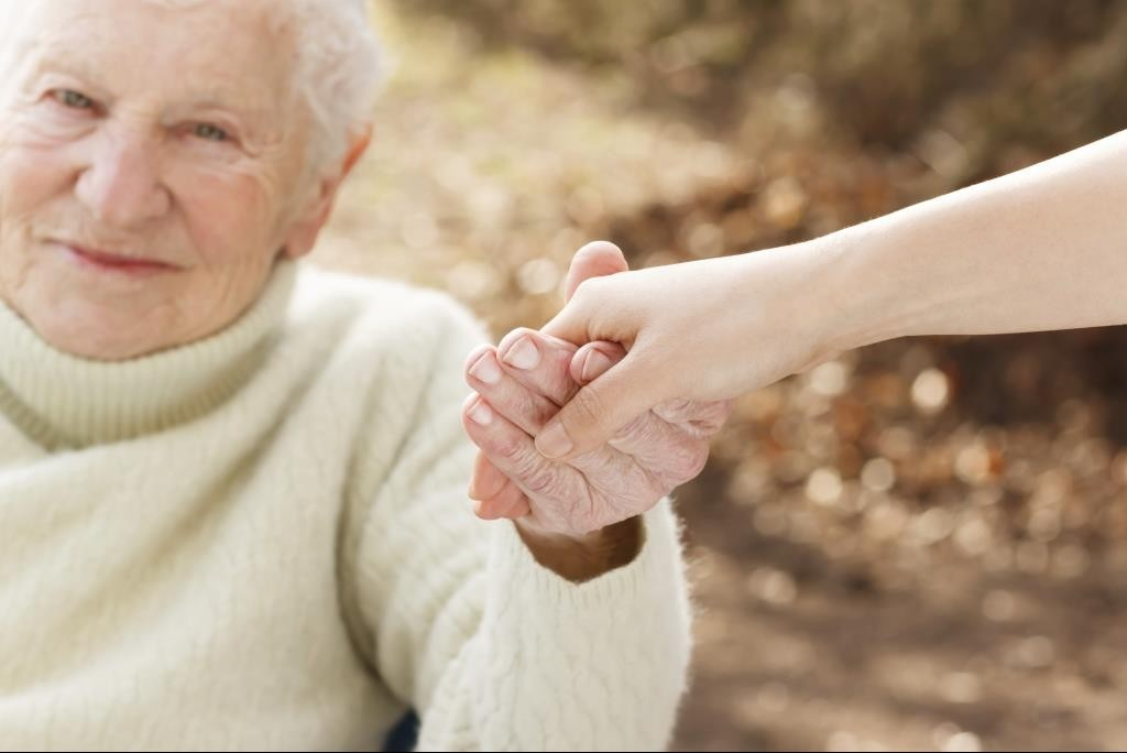 senior_hold_hands_fall_down_help_woman_female_511440041