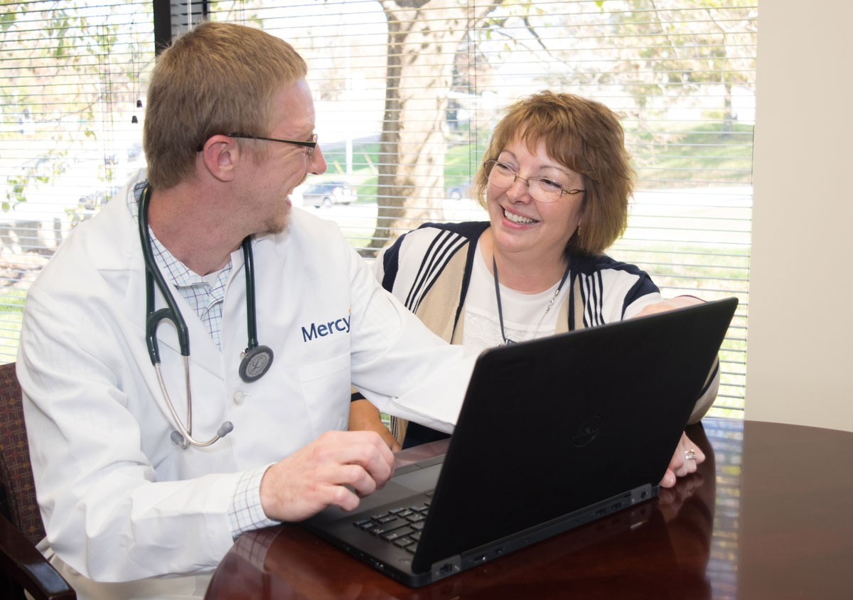 Mercy's EHR expert Cynthia Porter (right) brings her 30+ years of nursing experience to every implementation.