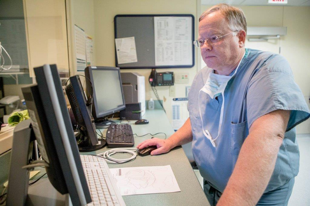 Mercy's Dr. Robert Ferrara accesses real-time data to make better patient care decisions.