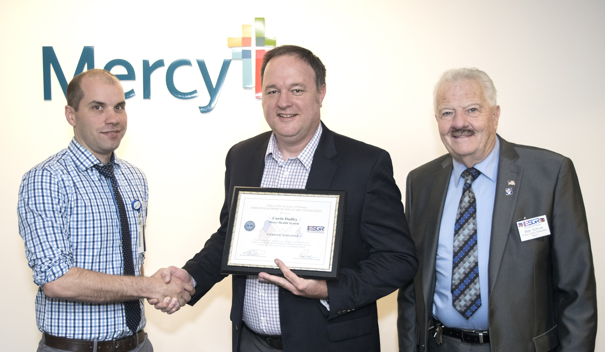 Jonathan Dukes presents the Patriot Award to Curtis Dudley, with ESGR Awards Coordinator Bob Schure.